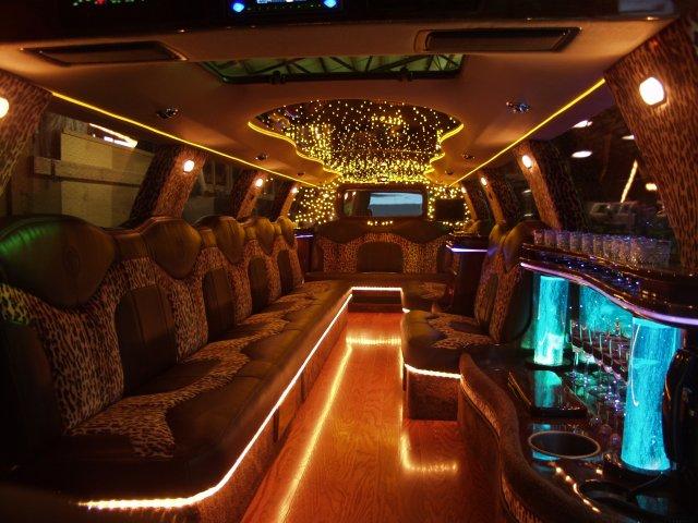 escalade-limousine_interior